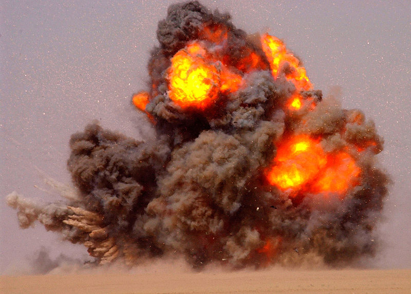 800px-US_Navy_020712-N-5471P-010_EOD_teams_detonate_expired_ordnance_in_the_Kuwaiti_desert